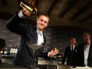 Melhor bartender do mundo, espanhol David Rios dá 10 dicas para você montar seu bar em casa