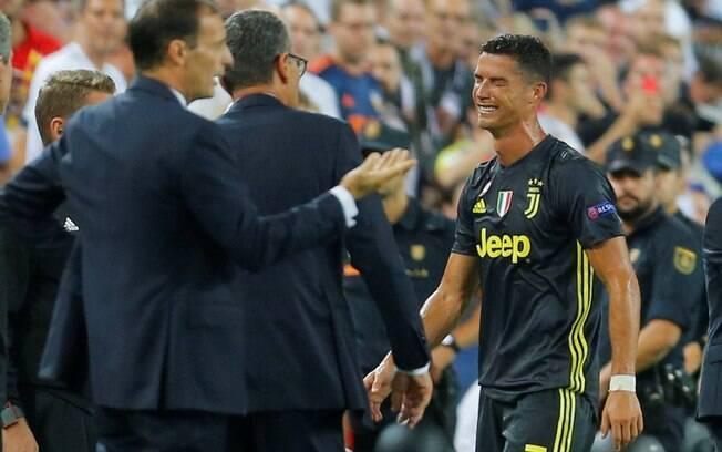 Cristiano Ronaldo sai chorando após ser expulso em partida de estreia na Liga dos Campeões pela Juventus