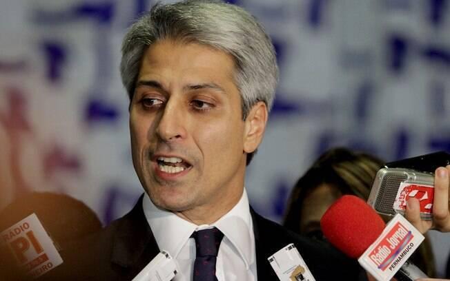 Para Alessandro Molon, o comportamento do presidente compromete a democracia