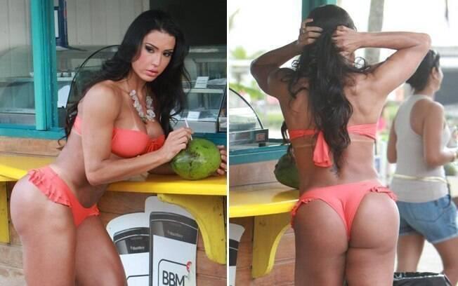 Apoiada no balcão do quiosque, enquanto toma água de coco, Gracyanne Barbosa mostra suas curvas definidas