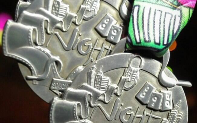 Detalhes das medalhas da Night Run Special  Edition