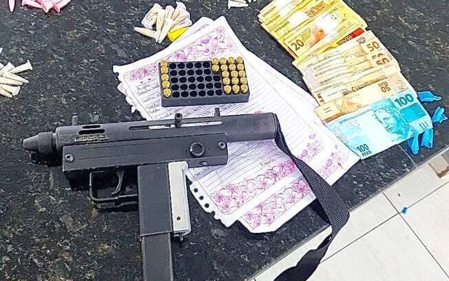 ROTA operação comunidade Nhocuné - Apreensão de cocaína, maconha, dinheiro, metralhadora, munição e a contabilidade do tráfico. Mais um golpe nos terroristas urbanos