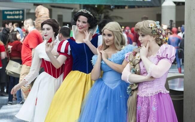 Casal da Inglaterra procura por babá que esteja disposta a se vestir como as princesas da Disney para cuidar de suas filhas