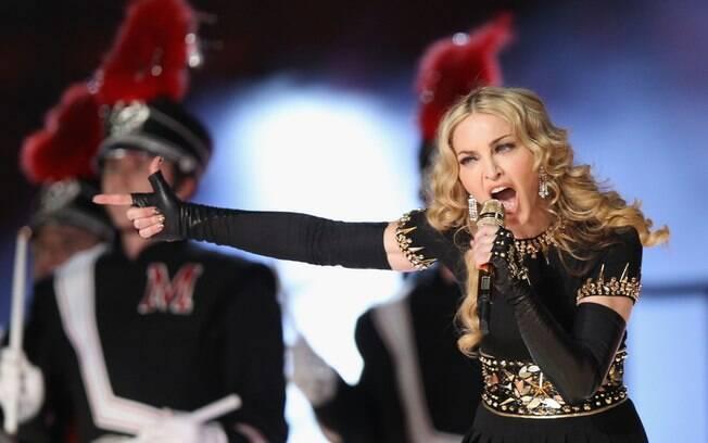 Madonna se apresentou no Super Bowl, neste domingo (5)