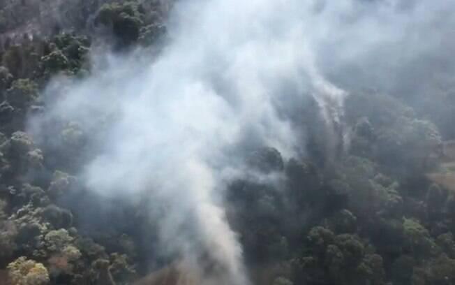 Incêndio no Pico das Cabras atinge área de 10 mil metros quadrados