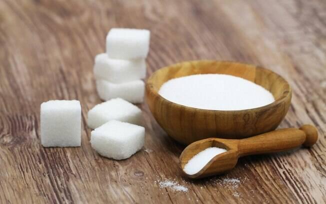 O consumo excessivo de açúcar, especialmente refinado, pode levar à uma série de doenças crônicas
