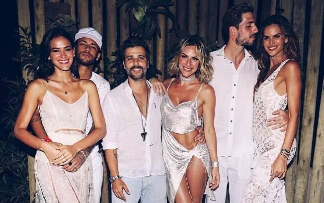 Giovanna Ewbank em Noronha ao lado dos amigos famosos