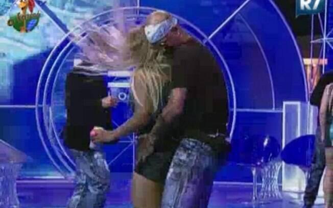 Dinei dança com Valesca Popozuda