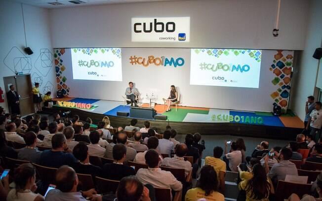 Auditório abriga eventos que buscam contribuir com o desenvolvimento das startups e de futuros empreendedores