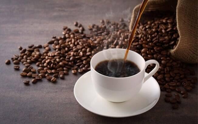 Café ajuda a emagrecer? Conheça os benefícios da bebida para a saúde