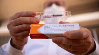 CoronaVac tem 98% de eficácia contra mortes, diz estudo