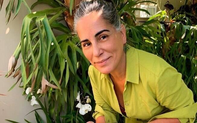 Gloria Pires assume cabelos brancos
