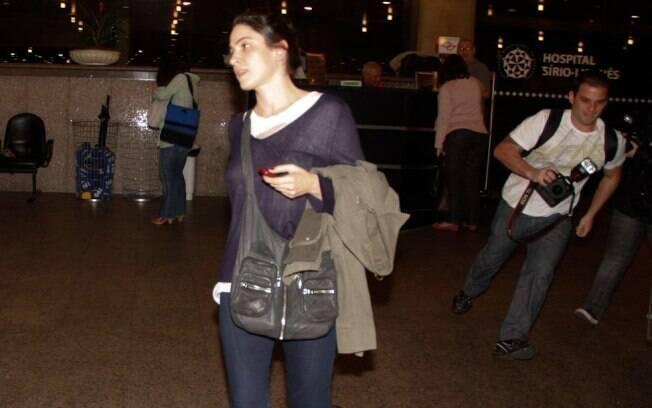 A atriz Maria Manoella, atual parceira de palco de Gianecchini, também esteve no hospital