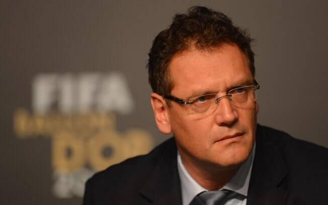 Jeróme Valcke, secretário-geral da Fifa,  sobre a organização da Copa de 2014: ?Menos  democracia às vezes é melhor para se organizar uma  Copa do Mundo?