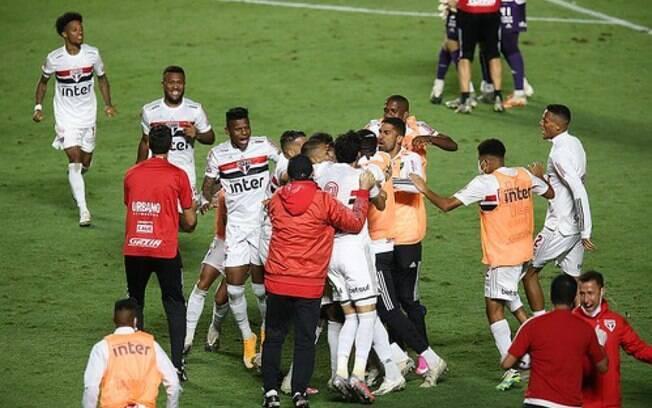 São Paulo entra em campo nesta quarta contra o Lanús