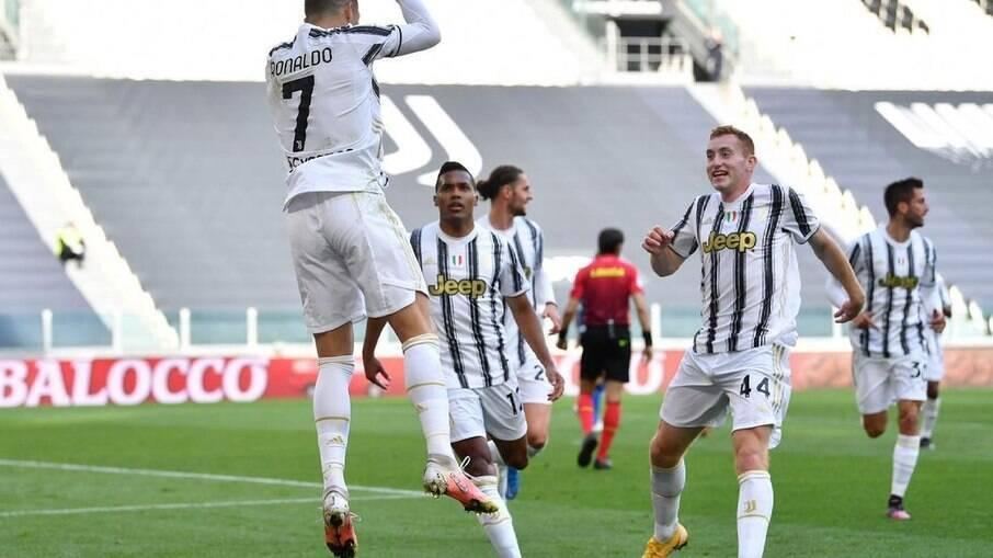 Cristiano Ronaldo comemora gol pela Juventus no Campeonato Italiano
