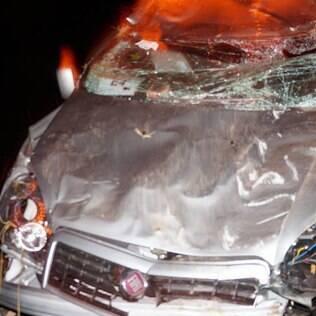 Parte da frente do veículo ficou destruída