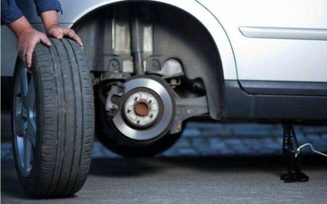 Não é preciso dizer o porquê devemos trocar os pneus, mas é importante falar de alguns detalhes