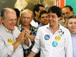 Ao lado do candidato a vice Dinis Pinheiro, Pimenta da Veiga visitou a Feira de Artesanato em Contagem