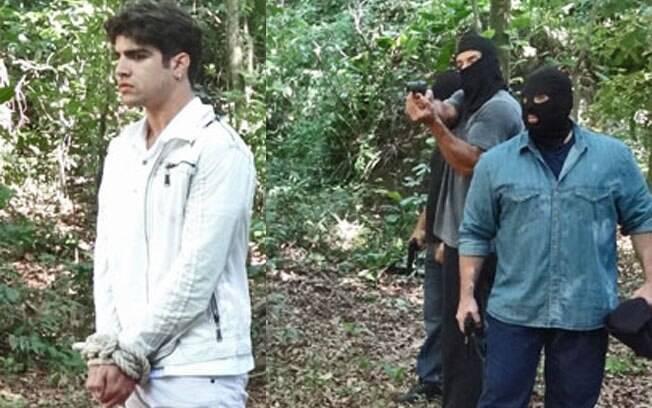 Os sequestradores levam Antenor para o meio da floresta para executá-lo
