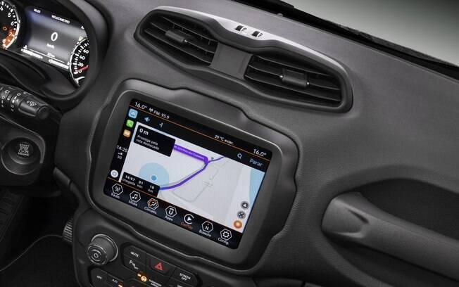 O Jeep Renegade 2019 passa a contar com a maior central multimídia de sua categoria. Boa escolha aos fãs da conectividade