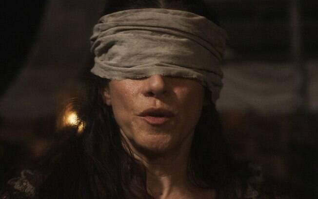 Elvira é raptada por piratas em Novo Mundo