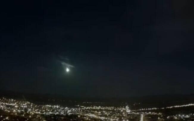 Bola de fogo é vista no céu do interior de São Paulo; confira o vídeo