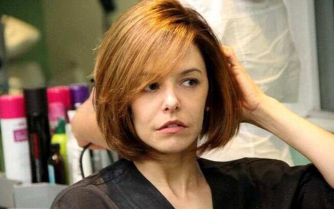 Bianca Rinaldi muda o visual para viver uma médica em novela