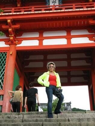 Ana Maria Braga em frente a uns dos templos do país