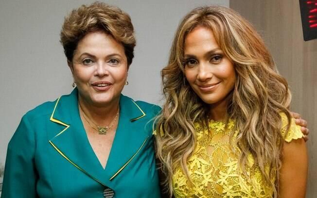 Em 2014, a presidente Dilma Rousseff encontrou a cantora Jennifer Lopez durante cerimônia de abertura da Copa do Mundo em São Paulo (12/06/2014)