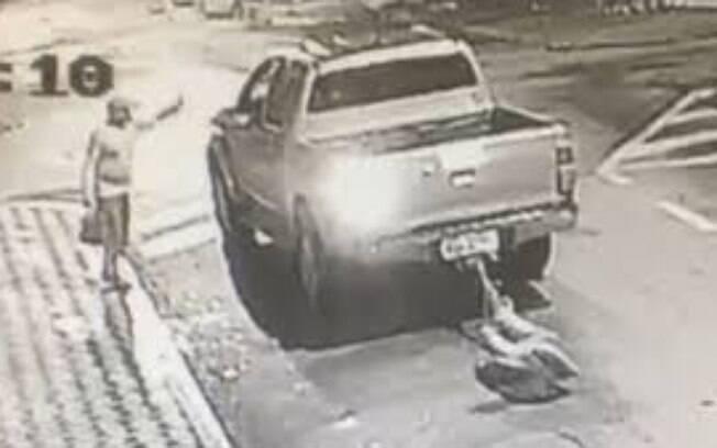 Empresário amarra morador de rua no carro e o arrasta até a morte