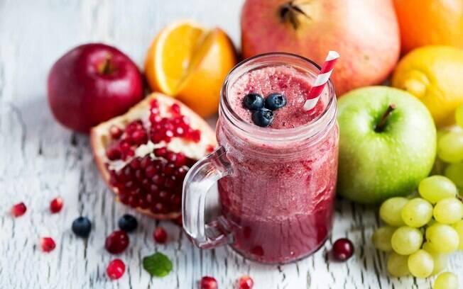 Além da água, sucos de frutos também servem para a hidratação do corpo
