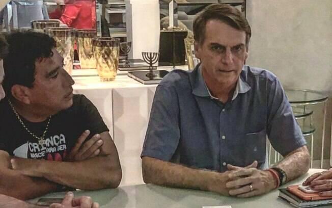 Magno Malta e Jair Bolsonaro em reunião durante campanha do presidente eleito