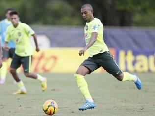 Jogador festeja o retorno à seleção brasileira, após vexame da Copa do Mundo