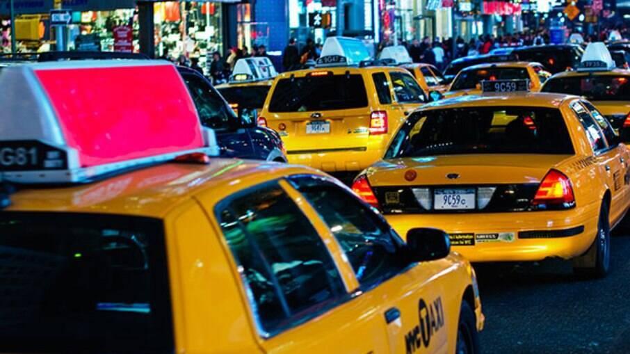 O taxista pensou que estava levando uma passageira bêbada dentro do carro