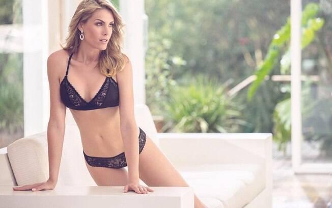 A apresentadora Ana Hickmann  criou um canal no Youtube onde divide sua intimidade com os fãs