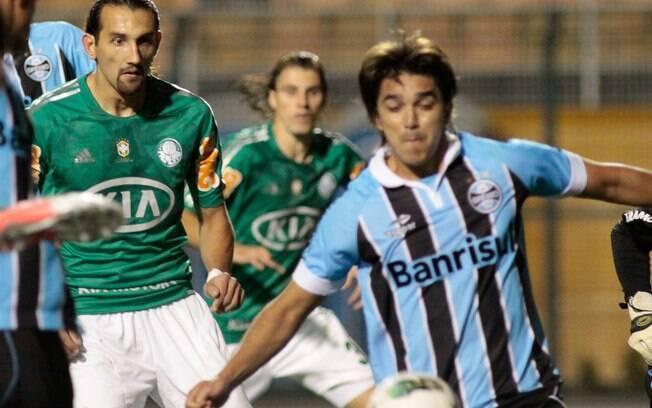 Barcos, do Palmeiras, e Marcelo Moreno, do  Grêmio, devem ser envolvidos em troca