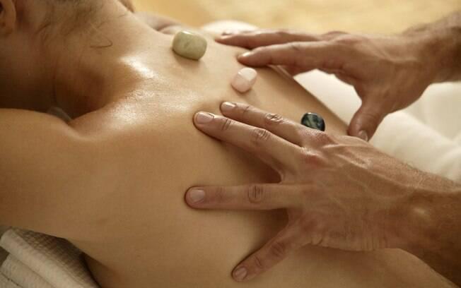 Ao estimular a região genital, a massagem tântrica a fortalece, trazendo benefícios para a vida sexual e para a saúde