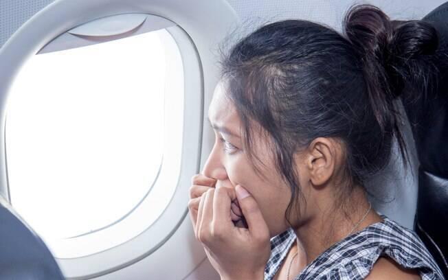 Em caso de turbulência ou problema técnico, siga as instruções da tripulação do avião.
