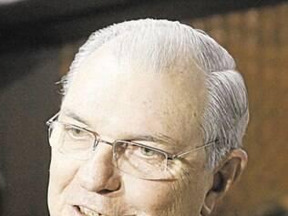 No dia da posse, novo presidente anuncia contratação do volante Árias