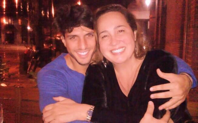 Claudia Jimenez e Rodrigo Bonadio: rostinho colado