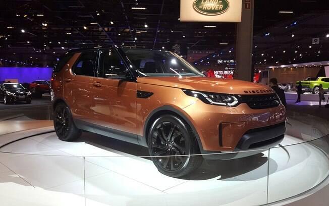O novo Discovery de sete lugares tem todo o DNA da Land Rover: luxoso, esportivo e que não tem medo de lama.