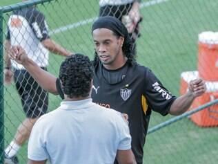 Ronaldinho não gostou de perguntas dos jornalistas a respeito de sua vida pessoal