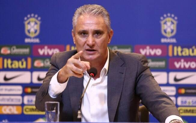 Tite deixou o Corinthians para assumir a seleção, mas ainda tem dinheiro para receber do clube