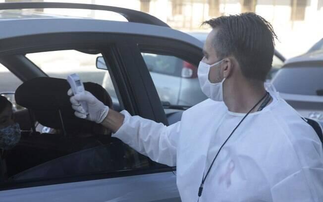 Cerca de 6.898 pessoas já passaram pelo drive thru, desde o último sábado (30)