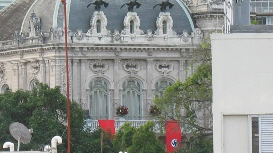 Palácio das Laranjeiras com bandeiras nazistas