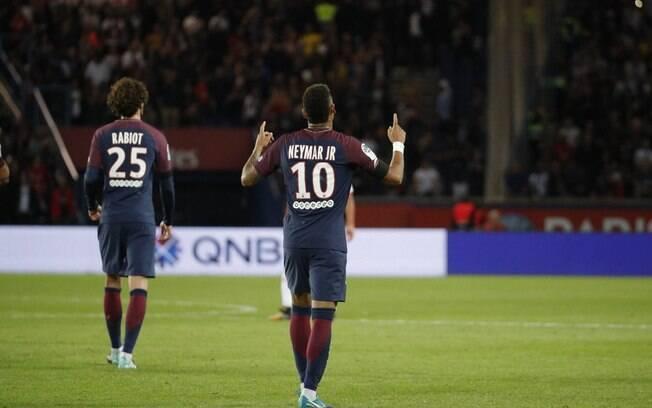 Neymar já vive grande fase no PSG, mas ainda quer receber quantia milionária do Barcelona