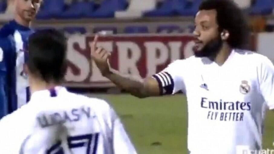 Marcelo cobrou marcação de Vinicius Jr., mas lance acabou em gol do rival