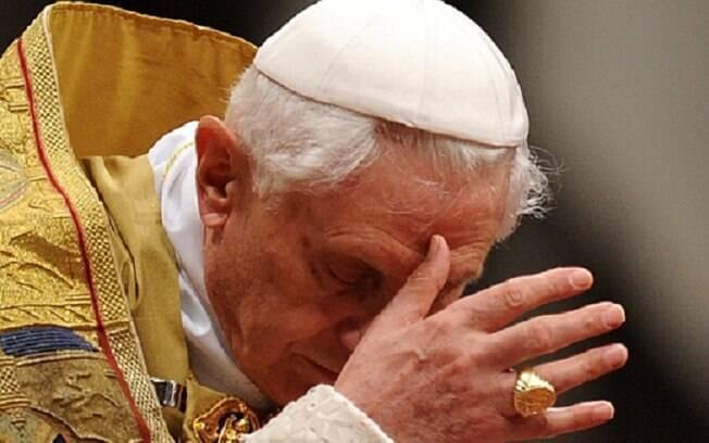 Papa emérito Bento XVI está no centro da discussão sobre celibato no Vaticano