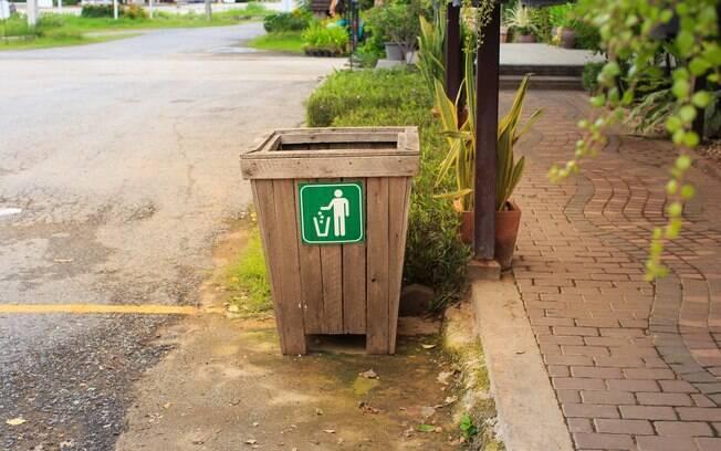 Um ex-funcionário dos parques da Disney teve de improvisar um banheiro com uma lata de lixo para um garotinho